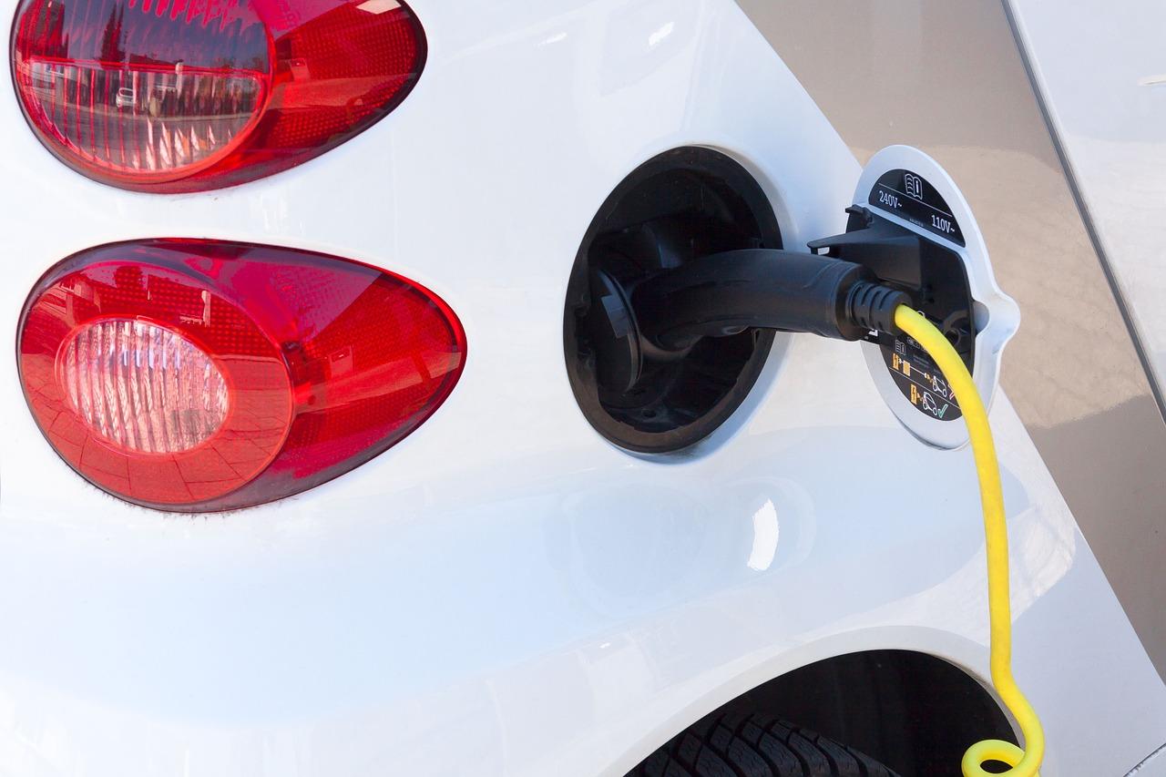 electric-car-734574_1280